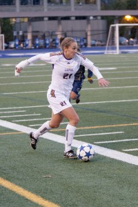 Julie Maheu carries the ball up the sideline against the Trinity Western Spartans during Thursday's CIS quarterfinal loss. (Photo by Heather Davidson)
