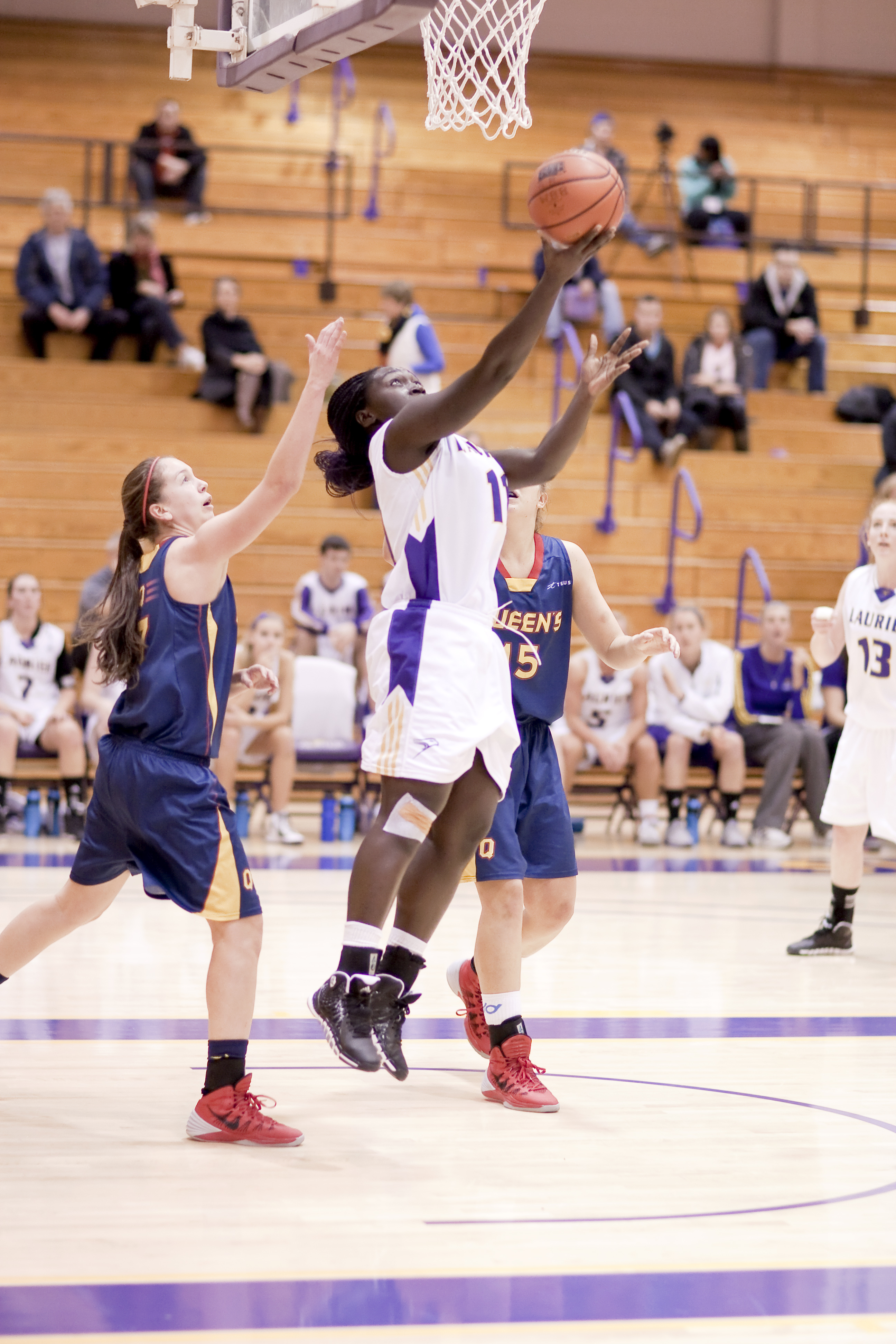 Team effort key to Laurier basketball success; 5-1 to ...