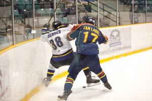 Laurier's men's hockey team dropped both of their games over the weekend, losing 3-1 to Queen's and 3-1 to Ryerson.