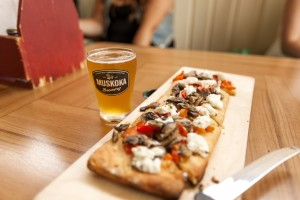 The Summer Weiss paired with a goat cheese, roasted red pepper and mushroom flatbread. (Photo by Will Huang)
